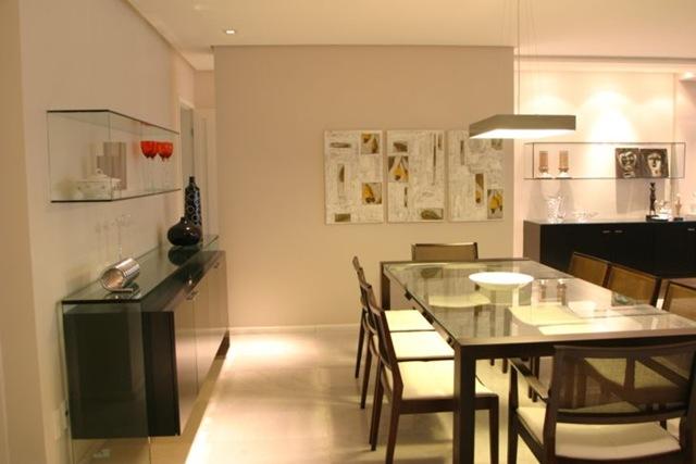 Sala De Jantar Com Aparador De Vidro