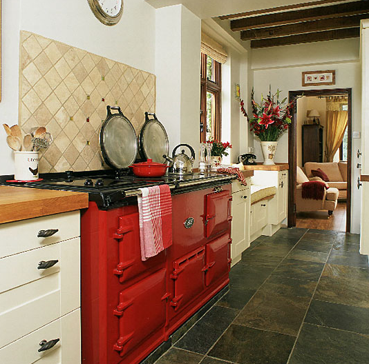 Cozinhas coloridas e estampadas 13