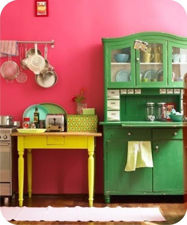 Cozinhas coloridas e estampadas 5