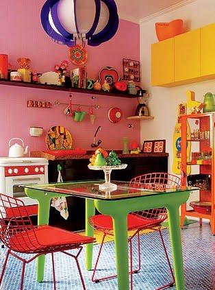 Cozinhas coloridas e estampadas 9