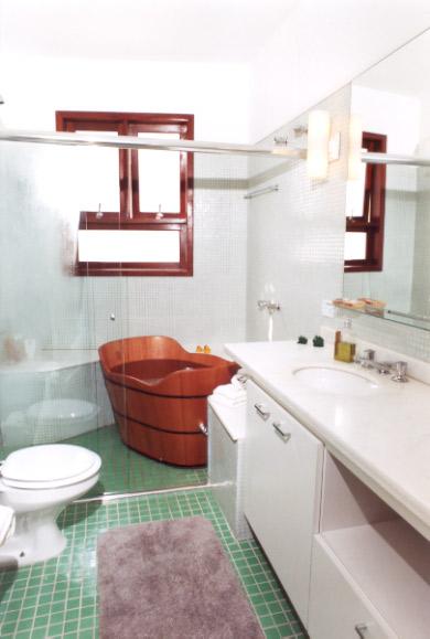 Como instalar e manter um ofurô no banheiro -> Banheiro Pequeno Ofuro