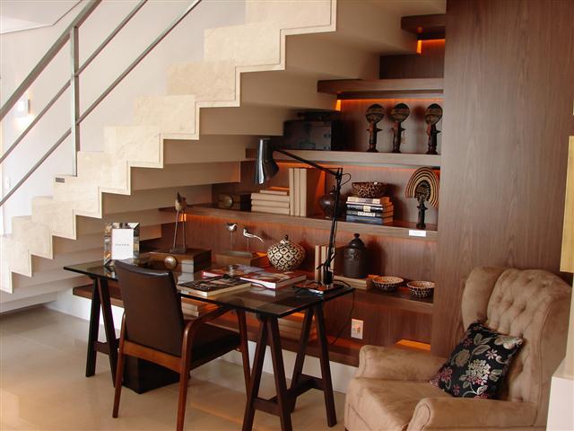 Decoração embaixo da escada 2