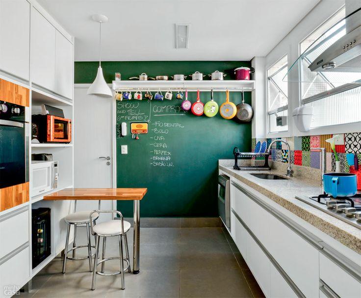 Cozinhas coloridas na decoração 13