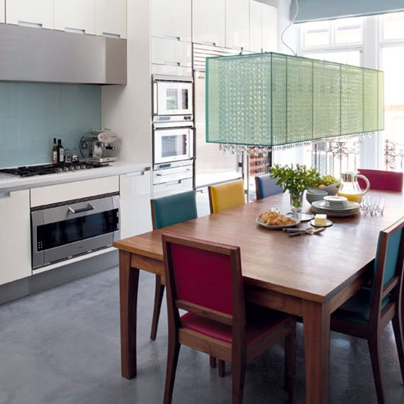 Mesa de refeições na cozinha 10