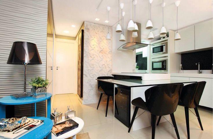 Mesa de refeições na cozinha 11