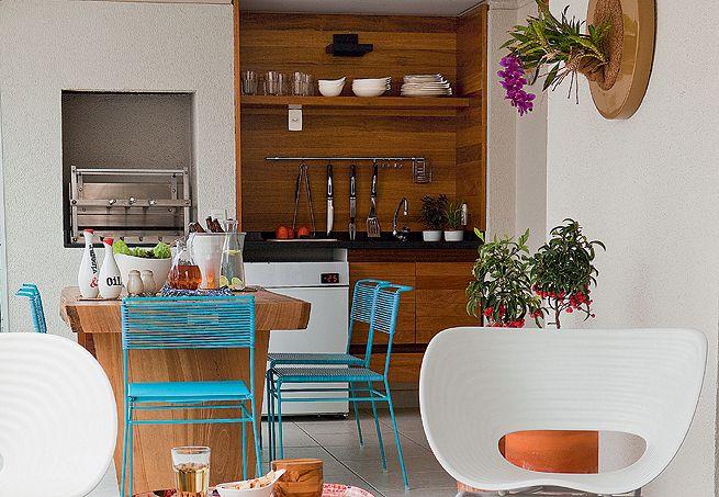 Mesa de refeições na cozinha 12