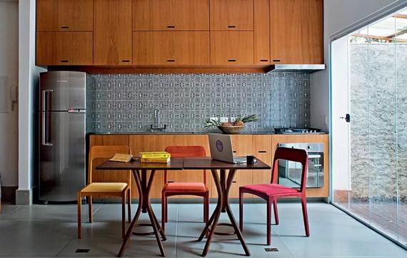 Mesa de refeições na cozinha 7