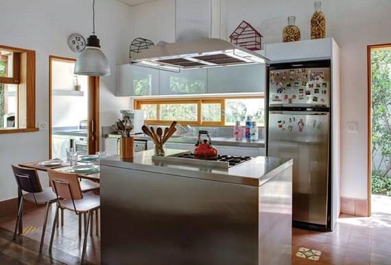 Mesa de refeições na cozinha 8