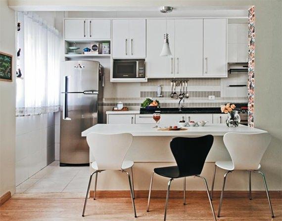 Mesa de refeições na cozinha 9