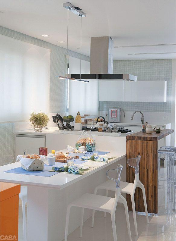 Mesa de refeições na cozinha