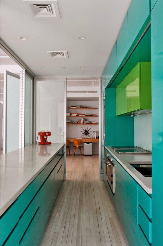 Cozinhas pequenas e coloridas 13
