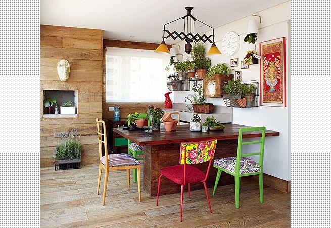 Decoração usando cores e madeira 6