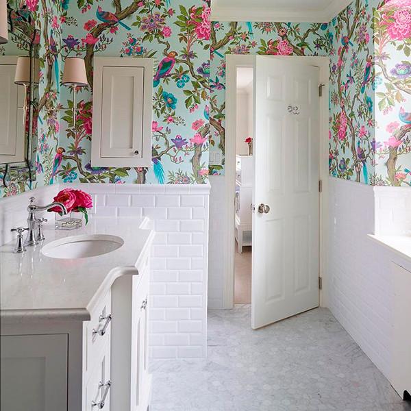 Papel de parede estampado no banheiro 5
