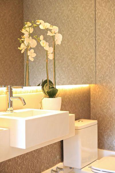 decoracao no lavabo:Papel de parede estampado no banheiro