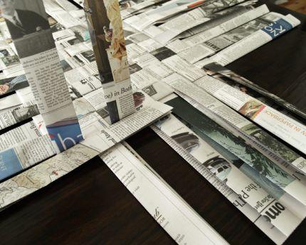 Como Fazer uma Cesta Retangular de Jornal 7