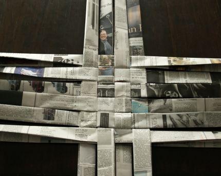 Como Fazer uma Cesta Retangular de Jornal 2