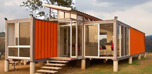 casa-construida-a-partir-de-dois-conteineres-de-navio-com-projeto-arquitetonico-de-gabriel-garcia-saxe-na-costa-rica-1313019334338_615x300[1]