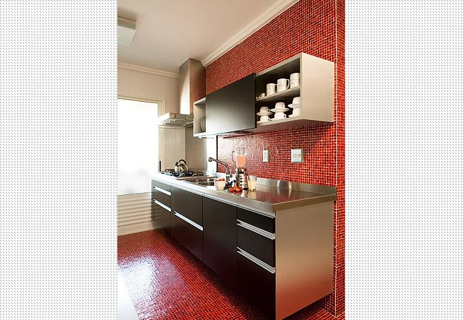 Cozinhas coloridas e estampadas 10