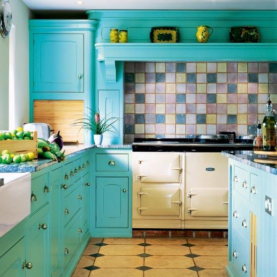 Cozinhas coloridas e estampadas 11