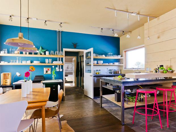 Cozinhas coloridas e estampadas 12