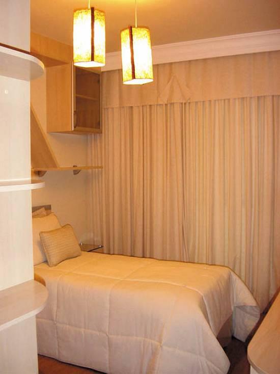 Lustres pendentes no quarto 8