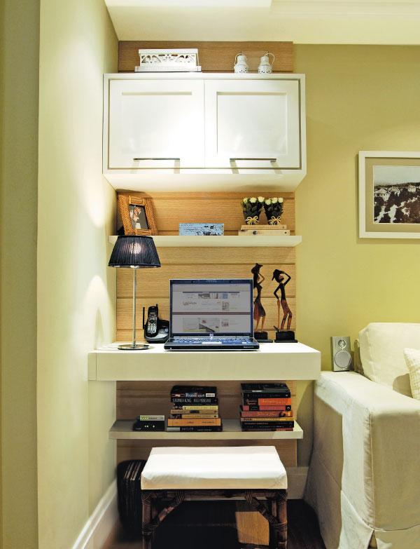 Home office na sala de estar 5