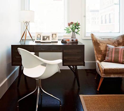 Espaço de trabalho na sala de estar 9